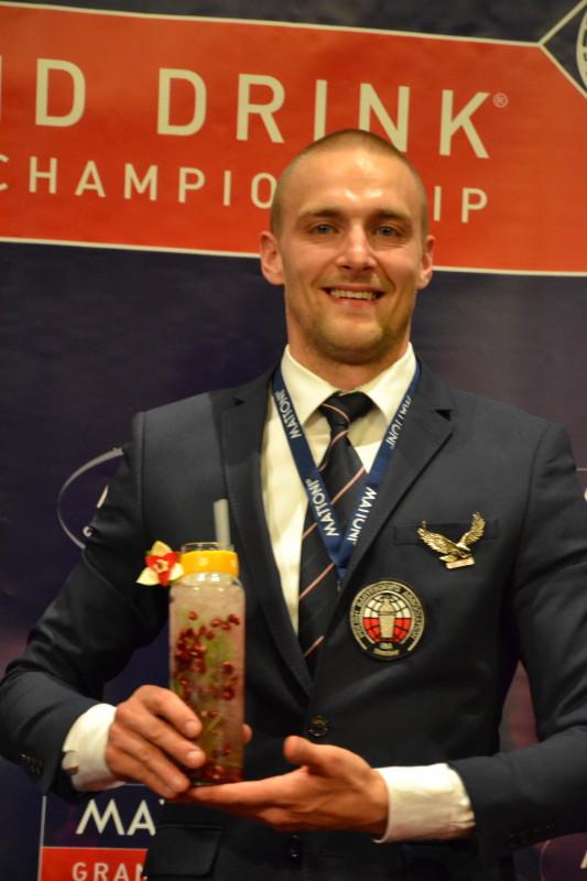 Wojciech Urbański z Polska získal ocenění za drink Sip of Purity.